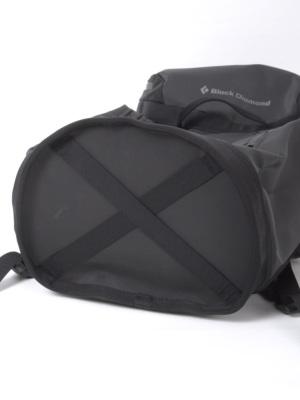 ホールバッグデザインの底部は耐久性があり自立しやすい
