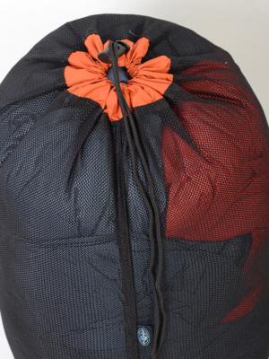 サイズXLは3シーズン用寝袋の収納などに