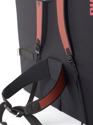 本格的なウエストベルトを装備