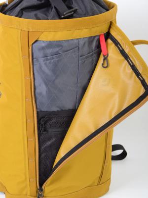 ・デバイス周辺機器の収納に便利な正面のオーガナイズポケット