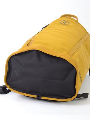 ・ホールバッグに着想を得たデザイン。耐久性が高く、内部アクセスが容易