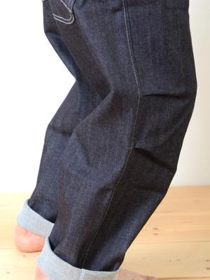 深めのダーツ2本の立体的な膝