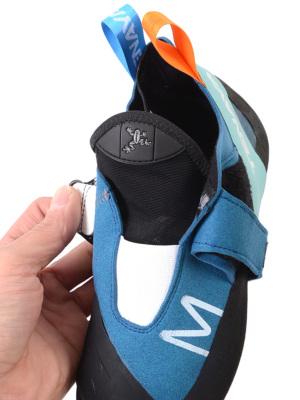 履き口の伸縮性が素晴らしく、足入れがいい
